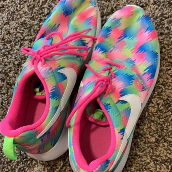 Nike Shoes - Nike's 7.5